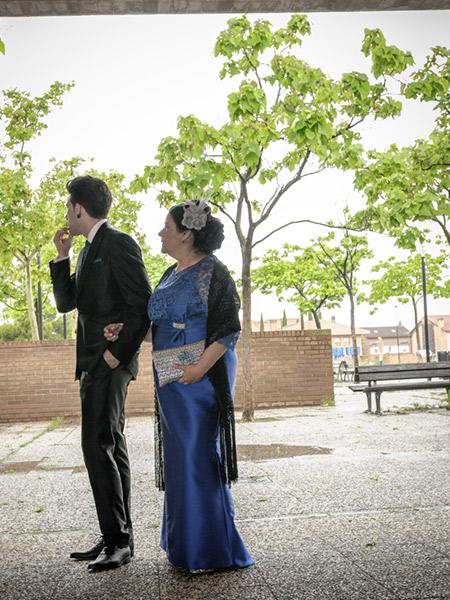 nerviosismo antes de la llegada de la novia en una boda